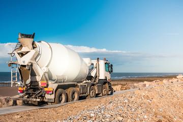 camion de béton sur le chantier