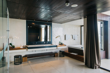Large Bright Bathroom in Upscale Hotel
