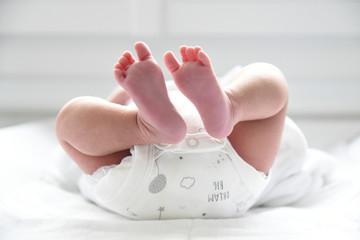 Pieds de jeune bébé