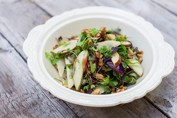 fresh pear and walnut salad