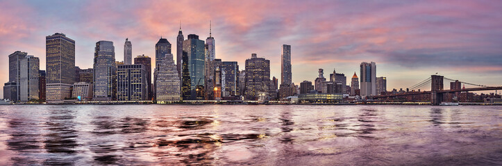 Purple sunset over the Manhattan skyline, New York City, USA.