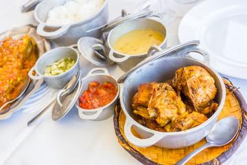 repas créole traditionnel, cari poulet, île de la Réunion