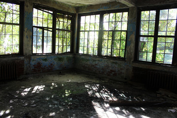 Abandoned brick building with peeling paint
