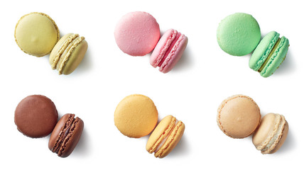 Stores à enrouleur Macarons Colorful french macarons on white background