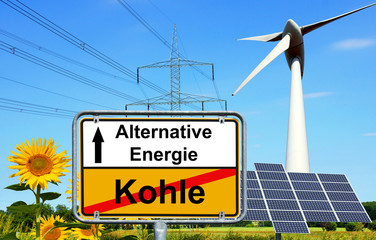 Alternative Energie / Ortsschild mit den Worten Alternative Energie und Kohle