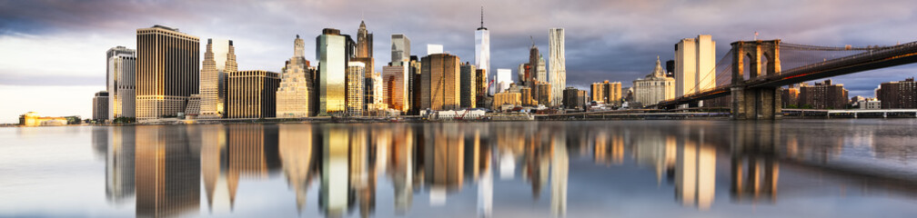 Foto auf Leinwand New York TAXI New York City - beautiful sunrise over manhattan with manhattan and brooklyn bridge USA