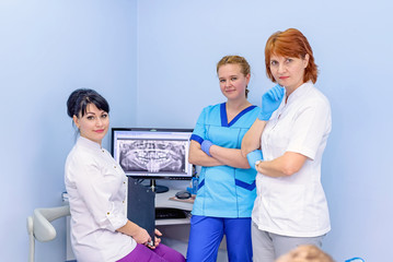 Dentists hold a consultation