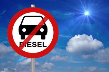 Fahrverbot / Stoppschild mit Auto und dem Wort Diesel