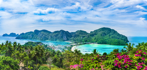 Fototapete - Panoramic view over Tonsai Village, Phi Phi Island, Thailand