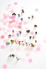 桜の花びらとミニチュア人形