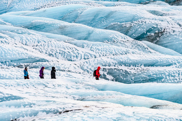 Photo sur Plexiglas Glaciers mountaineers hiking a glacier in iceland