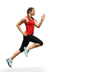 Frau in Sportkleidung und exaktem Laufstil vor weißem Hintergrund