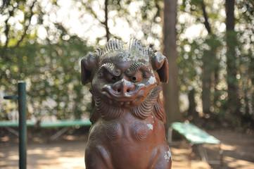 日本の神社の狛犬