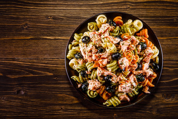 Pasta with salmon and vegetables