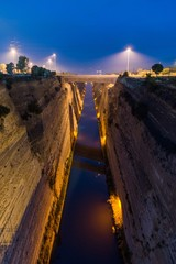 Photo sur Plexiglas Canal Corinth canal by night
