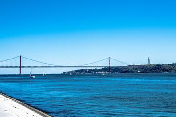 リスボンの4月25日橋