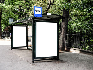Bus tram stop, shelter, white empty place for street ads, advertisement board, mock up, mockup, signage, bus stop. Fotomurales