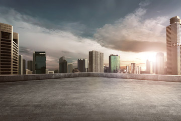 Photo sur Aluminium Batiment Urbain Rooftop balcony with cityscape