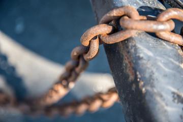 Consecutive Chain Links