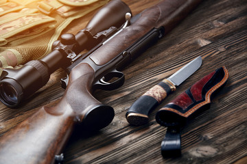 Photo sur Toile Chasse Hunting equipment on old wooden background.