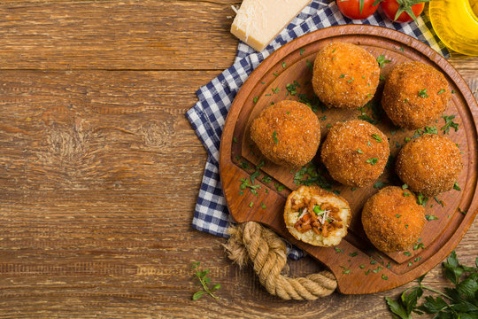 Rice balls with minced meat.