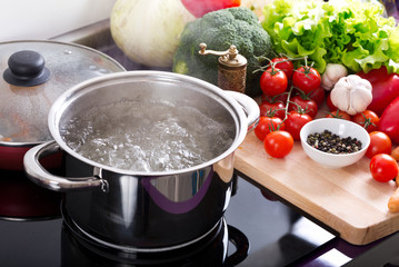 Zelfklevend Fotobehang Koken boiling water in a cooking pot on the cooker
