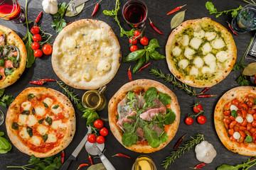 Spoed Foto op Canvas Klaar gerecht ホームメイドピッツア Italian home-made pizza