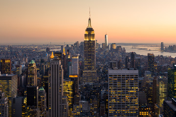 Fototapete - Golden sunset panoramic view of building and skyscrapers in Midtown and downtown skyline of lower Manhattan, New York City, USA.