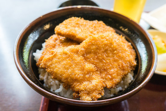 新潟グルメのタレかつ丼