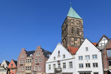 Marktplatz mit Stadthaus Fassaden und Stadtkirche in Rheine