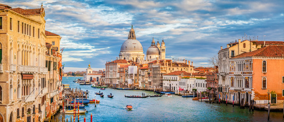 Photo sur Aluminium Venise Canal Grande with Basilica di Santa Maria della Salute at sunset, Venice, Italy