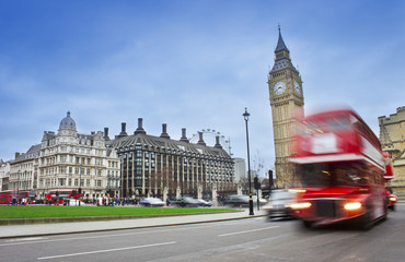 Photo sur Aluminium Londres bus rouge London city scene with red bus and Big Ben in background. Long exposure photo