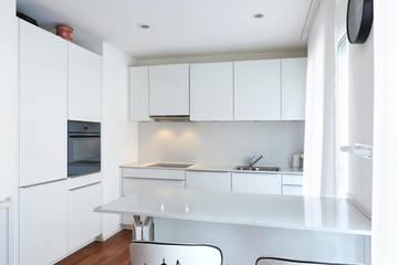 Modern white kitchen with peninsula