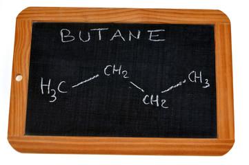 Formule chimique du butane écrite sur une ardoise