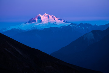 Volcano of Tronador during sunset. Shot from slope of the volcano of Osorno, Chile Fototapete