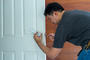 locksmith try to fix silver knob on white wood door