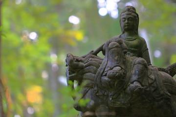 獅子に乗る聖者