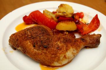 Hühnerschlegel mit Kartoffeln und Paprika