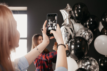Girl takes pictures of balloons on the phone