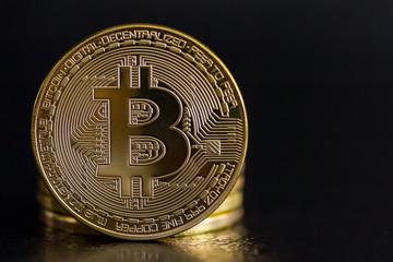 ein Foto von goldenen Bitcoins (virtuelles Geld, Kryptogeld oder Kryptowährung)