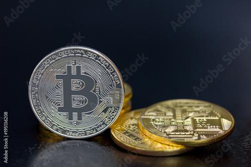 Bitcoin Münzen In Gold Und Silber Virtuelles Geld Kryptogeld Oder