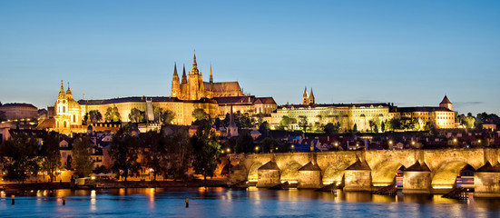 Fototapete - Panorama of Prague castle and Charles bridge by night, Czech republic