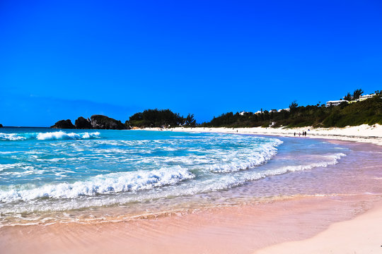 panoramic view of ocean waves and pink sand beach horseshoe bay bermuda