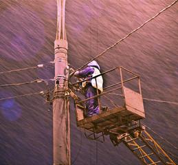 storm vs lineman