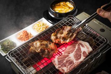 サムギョプサル 韓国焼肉 Barbecue of Korean pork(samgyeopsal)