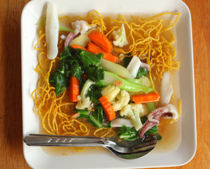 pad thai noodle with vegetables close up photo