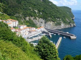 Puerto de Elantxobe pueblo español situado en la costa nordeste de la provincia de Vizcaya, cerca de Bilbao, en la comunidad autónoma del País Vasco (España)