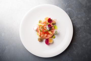 Raw salmon salad