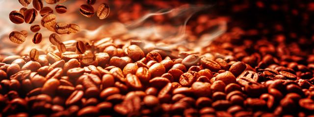 Kaffeebohnen frisch geröstet, Kaffeerösterei