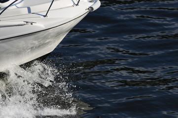 ボートの白波